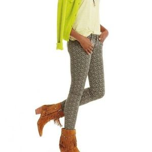 Cabi Ditzy Floral Skinny Jeans Style 5083